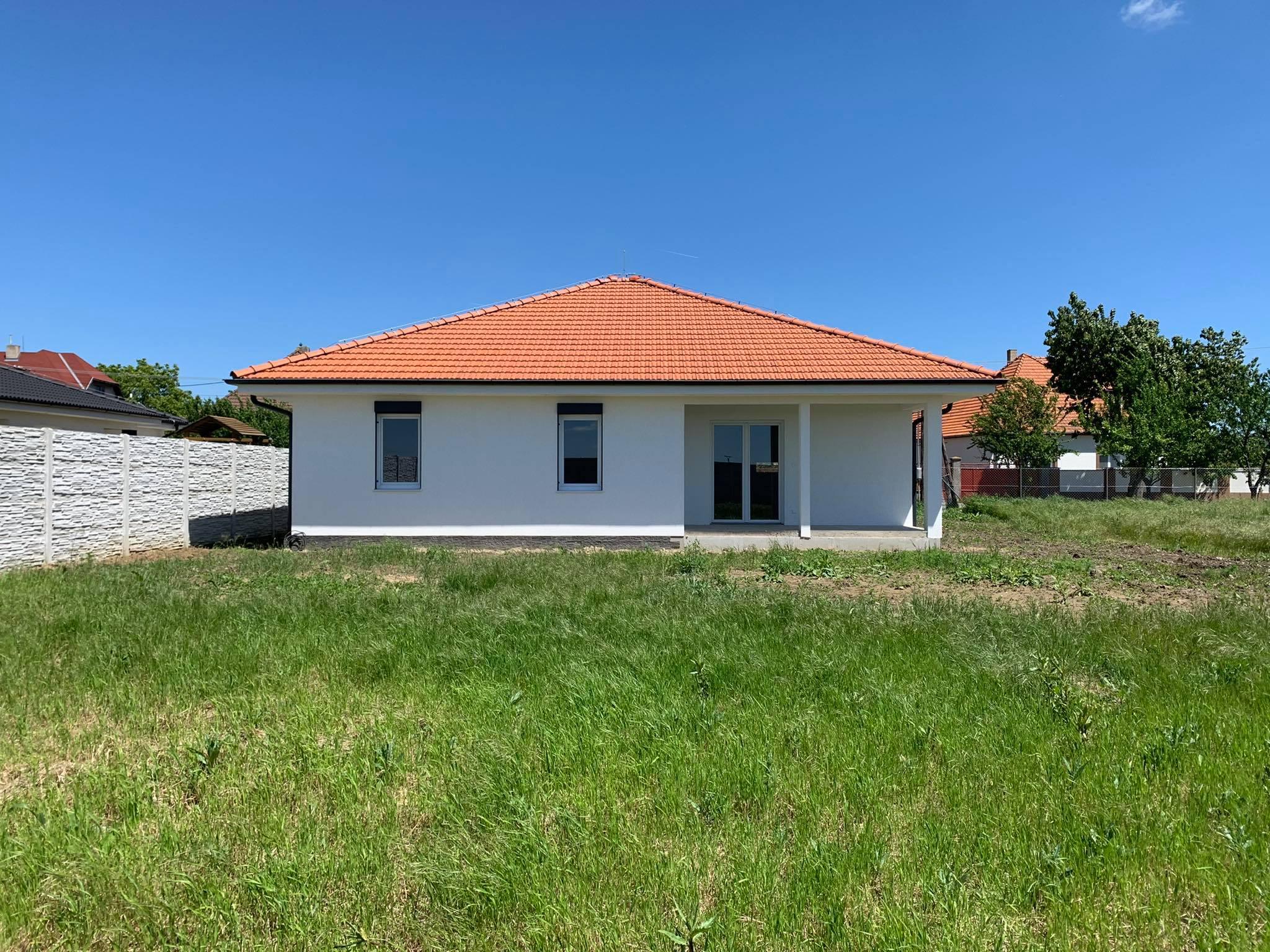 Nízkoenergetický bungalov s veľkým pozemkom v obci Váhovce na PREDAJ!